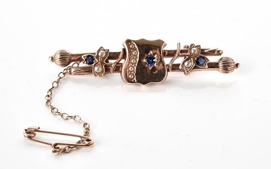 AN ANTIQUE PASTE AND SEED PEARL BAR BROOCH IN 9CT GOLD, LENGTH 55MM, 3.6GMS