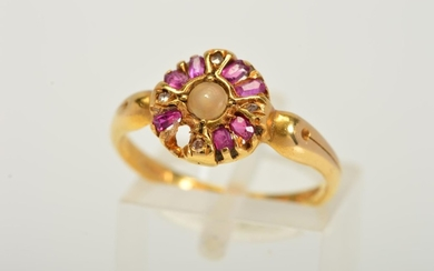AN EARLY 20TH CENTURY 18CT GOLD GEM RING, designed as a cent...