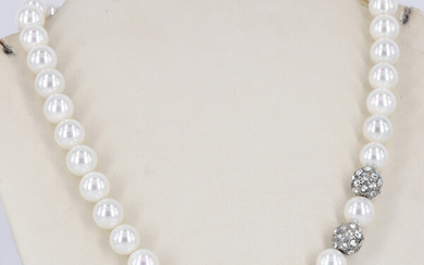 AN IMITATION PEARL NECKLACE