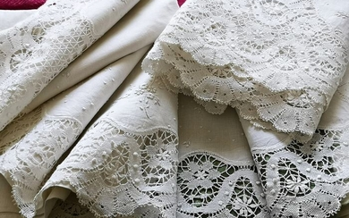 Antique pure linen bedding set with lace and large hand embroidery. (2) - Linen - Early 20th century