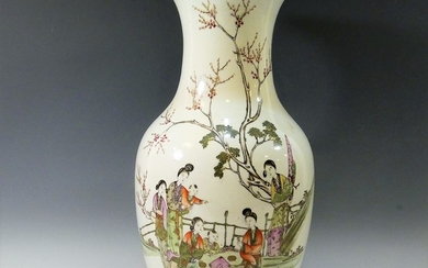 CHINESE ANTIQUE FAMILLE ROSE PORCELAIN VASE - 19TH CENTURY