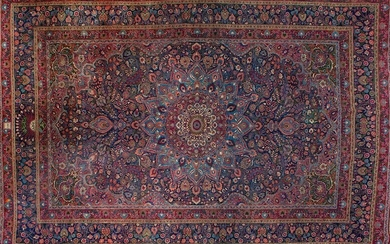 "Large antique ""Sharc"" carpet in wool with profuse vegetable and floral decoration with rosette and poly-lobed centre on maroon field. Complementary colours: blue, brown and pink. Size: 490x335 cm. Exit: 1.800uros. (299.495 Ptas.)"