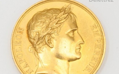 Medal to the bust of Napoleon with the head Laureate in yellow gold given by the emperor. Exhibition at the salon of the year XIII. Diameter : 4cm. Gross weight : 66,1g.