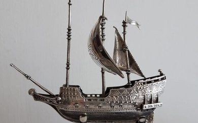 Miniature of the Golden Hind galleon, finely executed - .925 silver - Italy - Second half 20th century