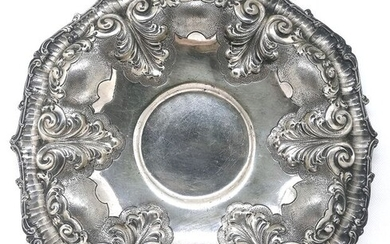 Richly Worked Plate - .800 silver - Italy - Mid 20th century