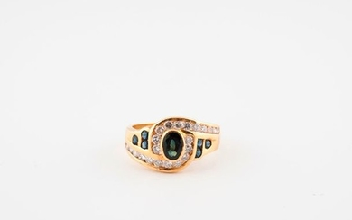 Yellow gold ring (750) centered on an oval...