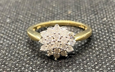 18ct yellow gold and diamond .5ct cluster ring