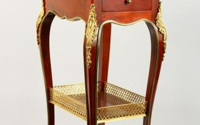 A GOOD FRENCH ORMOLU MOUNTED MAHOGANY AND MARQUETRY