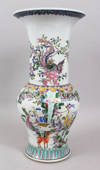 A LARGE CHINESE FAMILLE ROSE PORCELAIN VASE, the body