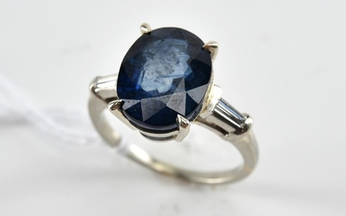 A SAPPHIRE AND DIAMOND RING IN PLATINUM, RING SIZE H, APPROXIMATE SAPPHIRE WEIGHT 4.51CTS.