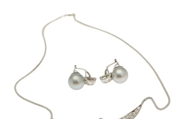 A pearl and diamond jewellery set comprising a necklace and a pair of ear-studs set with Tahiti pearls and numerous brilliant-cut diamonds. (3)