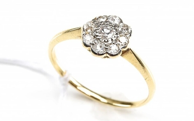 AN EDWARDIAN DIAMOND CLUSTER RING IN 18CT GOLD, CIRCA 1920, SIZE P, 2.1GMS