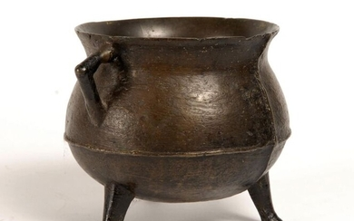 Bronze tripod cauldron with two lateral sockets. Late 15th century. H:16 cm. Small shocks.