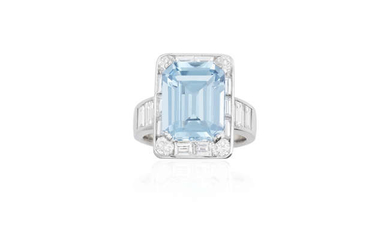 Description AN AQUAMARINE AND DIAMOND COCKTAIL RING The rectangular-cut...