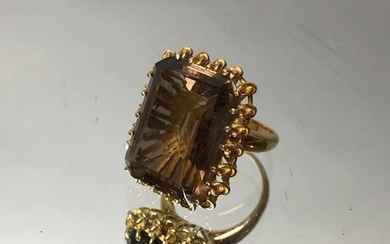 Gold ring decorated with a smoky quartz. Gross...