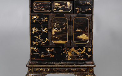 Japanese Meiji cabinet in lacquered and gilt wood with mother of pearl inlays, early 20th Century.