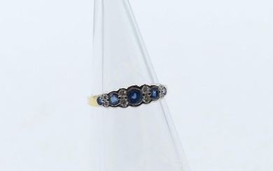 Ring in 18 ct yellow and white gold set with 8 brilliants +/- 0.16 ct and sapphires - 2.1 g (Size: 54.5)