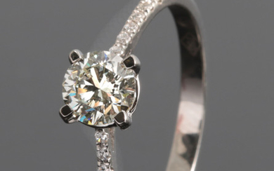 Ring with brilliant cut diamonds 0.80ct