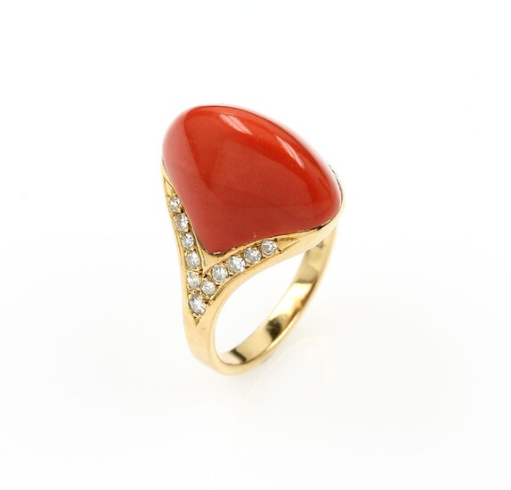 Ring with coral and diamonds , YG...