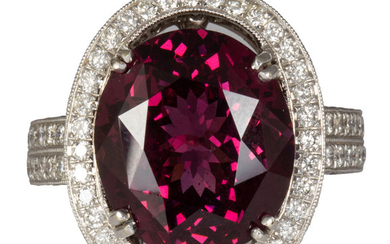 Spinel, diamond and 18k white gold ring