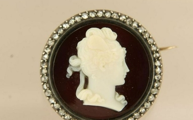 Victorian brooch with ladies portrait