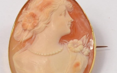 Vintage 18ct set Cameo brooch, depicting lady with flowers i...