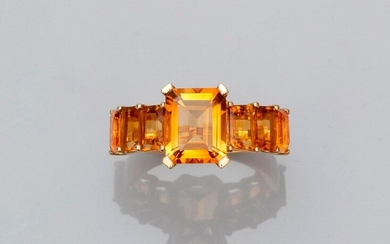 Yellow gold ring, 750 MM, centered of a rectangular citrine shouldered by six other calibrated citrines, total 6 carats, 25 x 11 mm, size: 54, weight: 6,4gr. gross.
