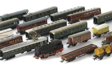 1 locomotive, 28 Märklin cars, H0 gauge, sheet metal, 1 x T 800 steam locomotive, probably type 3, burnished cast iron, BZ 1946, L: 13 cm; 17 cm series: Mitropa dining and sleeping cars 342 and 343, dark red; baggage car 344, green; 20.5-22.5 cm...