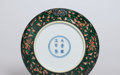 A FINE BLACK-GROUND FAMILLE VERTE DISH, YONGZHENG SIX-CHARACTER MARK IN UNDERGLAZE BLUE WITHIN A DOUBLE CIRCLE AND OF THE PERIOD (1723-1735)
