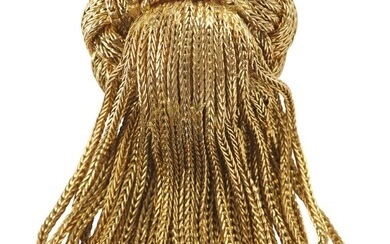A GOLD BROOCH BY TIFFANY & CO. IN 18CT GOLD, FEATURING A PLAITED DESIGN WITH CENTRAL TASSEL DROP, LENGTH 6CMS, 24.5GMS