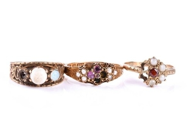 A Victorian 15ct yellow gold, amethyst and pearl ring (lacki...