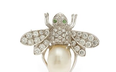 A pearl and diamond brooch in shape of a bee set with a cultured fresh water pearl, numerous brilliant-cut diamonds and two peridots, mounted in 18k white gold.
