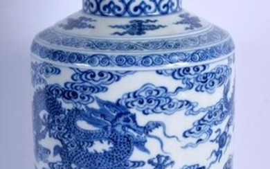 AN EARLY 20TH CENTURY CHINESE BLUE AND WHITE PORCELAIN