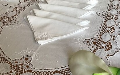 Ancient and precious oval tablecloth embroidered with bobbin bobbin. (8) - Linen - 1950