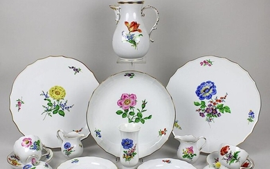 Coffee set for 12 persons, Meissen, 2nd half of the 20th century, form new cutout, decoration: German flower with scattered flowers, gold decorated, consisting of: coffee pot, h: 24 cm, 2 milk jugs, h: 9 cm, 2 sugar bowls, h: 9 cm, 12 cake plates, d:...