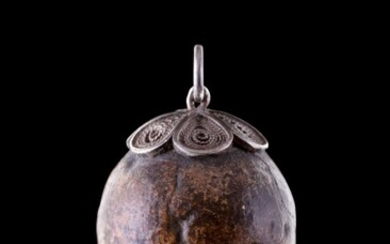 EUROPEAN, LATE 17TH/EARLY 18TH CENTURY, A pendant bezoar stone