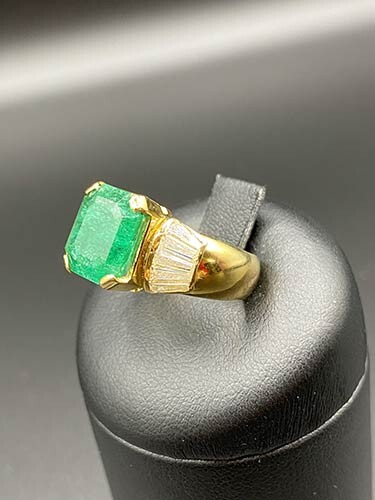 Emerald and diamond gold ring 18 kt yellow gold ring...
