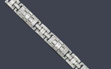 Large bracelet comprising 228 diamonds of approx. 37.70
