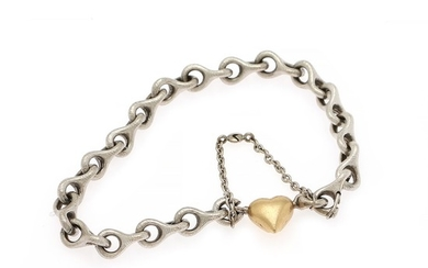 "Ole Lynggaard: A small ""Link"" bracelet of 14k matted white gold with clasp of 18k gold in the shape of a heart. L. incl. clasp app. 19 cm. (2)"