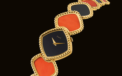 PIAGET. A LADY'S FINE, RARE AND ATTRACTIVE 18K GOLD, CORAL AND ONYX-SET BRACELET WATCH, SIGNED PIAGET, REF. 9231 M4, CASE NO. 295'601, CIRCA 1978