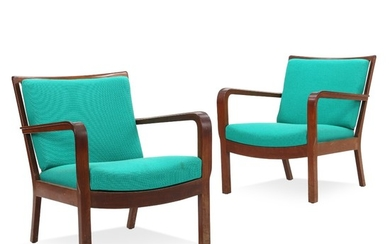 Edvard Kindt-Larsen: A pair of easy chairs og Cuban mahogany. Cushions in seat and back upholstered with green wool. (2)