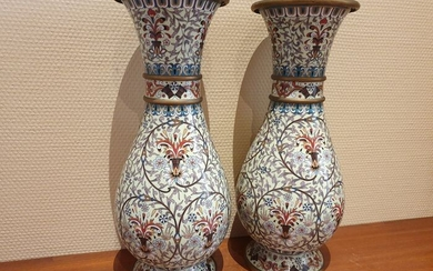Vases (2) - Cloisonne enamel - Jiaqing style - China - Second half 20th century