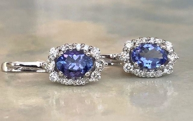 18 kt. White gold earrings with 1.80 ct Tanzanite and