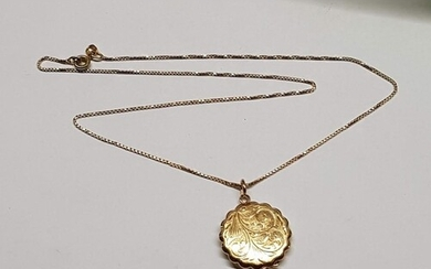 9ct Yellow Gold Locket Pendant with Leaf Pattern, Total Weig...