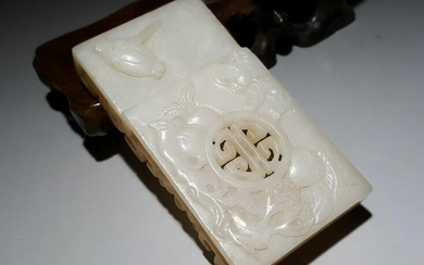 A CHINESE PALE JADE BELT BUCKLE, CHINA, 19TH-20TH