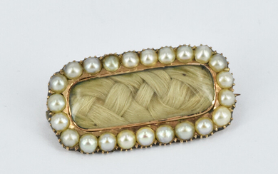 A LATE VICTORIAN MOURNING BROOCH