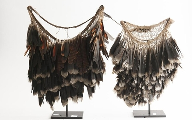 A PAIR OF TRIBAL FEATHER NECKLACES, THE TALLEST 47 CM HIGH, LEONARD JOEL LOCAL DELIVERY SIZE: SMALL