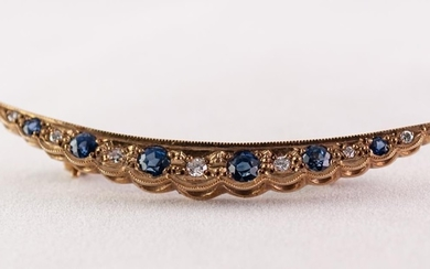 A TWENTIETH CENTURY 9ct GOLD CRESCENT SHAPE BROOCH, set with...