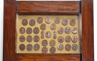 A WILLIAM IV MAHOGANY TABLE VITRINE CONTAINING A GROUP OF EARLY 19TH CENTURY BRONZE NAPOLEONIC MEDALS, FIRST HALF 19TH CENTURY