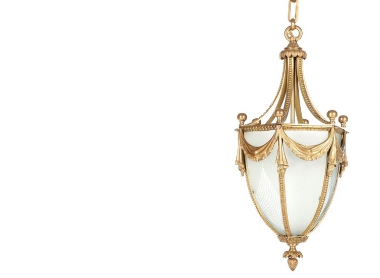 A circa 1900 gilt bronze hall lantern, cast with garlands, frosted glass sides. H. 62. Diam. 30 cm.